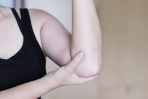 がっしりとした女性の腕